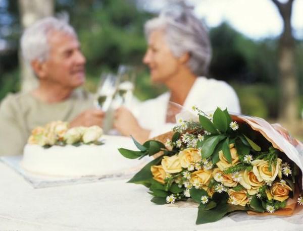 flores para bodas de oro pareja