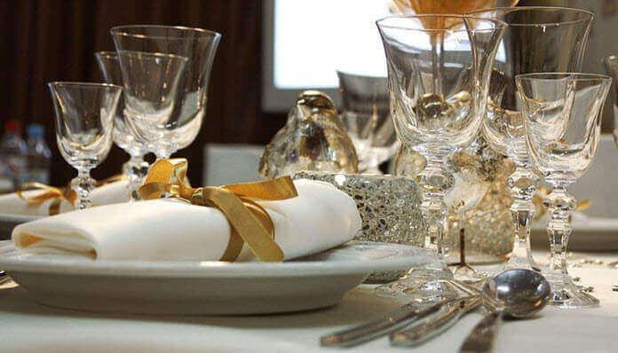 cena íntima para bodas de oro