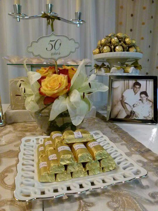 mesa decorada para boda de oro