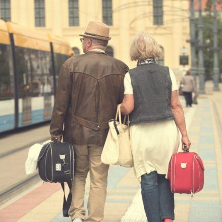 ancianos viajando regalos de bodas de oro